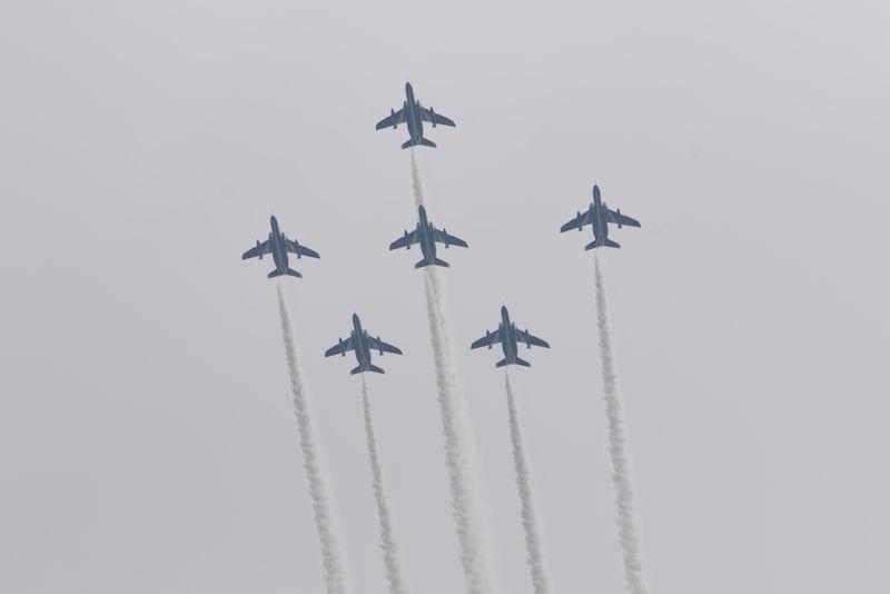 6機の編隊飛行