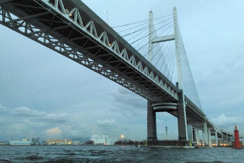 横浜ベイブリッジを18時40分に通過