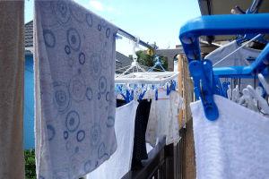 ベランダは洗濯物でいっぱい