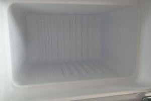 融けた霜をふき取りきれいになった冷凍庫内