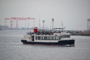 湾内を巡る人気の軍港クルーズ船