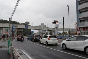国道16号線と歩道橋