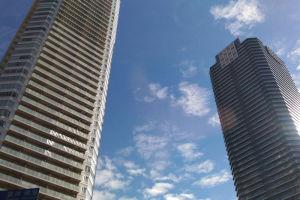 タワーマンション、見上げるばかり