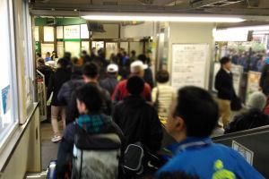 大磯駅では改札を抜けるのも一苦労