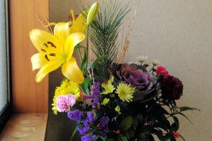 お正月の花もユリが咲だし