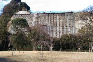 柴町にある高い崖の法面整備