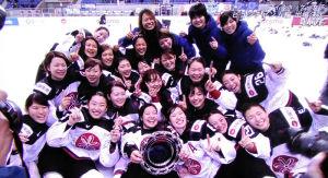 歓喜の日本女子アイスホッケー代表メンバー