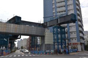 北側(写真左)の橋桁は年度が変わって4月に