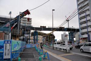 渡り線の手前側に下り線の架設工事