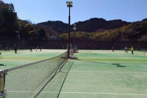 横須賀市YRPのコートでテニス