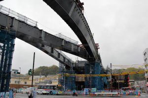八景駅前16号線橋桁架設工事