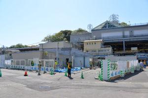 工事中の仮駅舎
