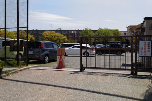この時期だけ臨時駐車場になりますが満車
