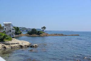 立石の海岸