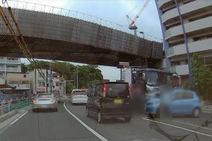 金沢八景駅前で交通事故