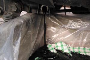 古いトレーに布とビニールを敷き