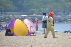 水難救助訓練で救助される人