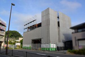 駐輪場横に建設中の建物