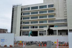 旧茅ヶ崎市役所本庁舎は解体中