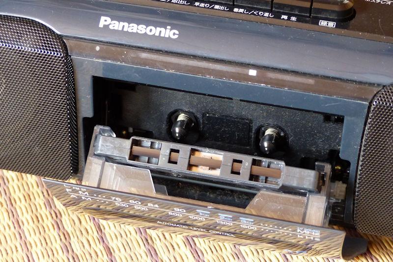 カセットテープは入ったままで