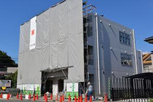 サンハッピー二輪車駐輪場横に建設中の建物