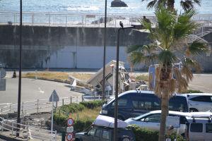臨港道路附属駐車場入口の建物