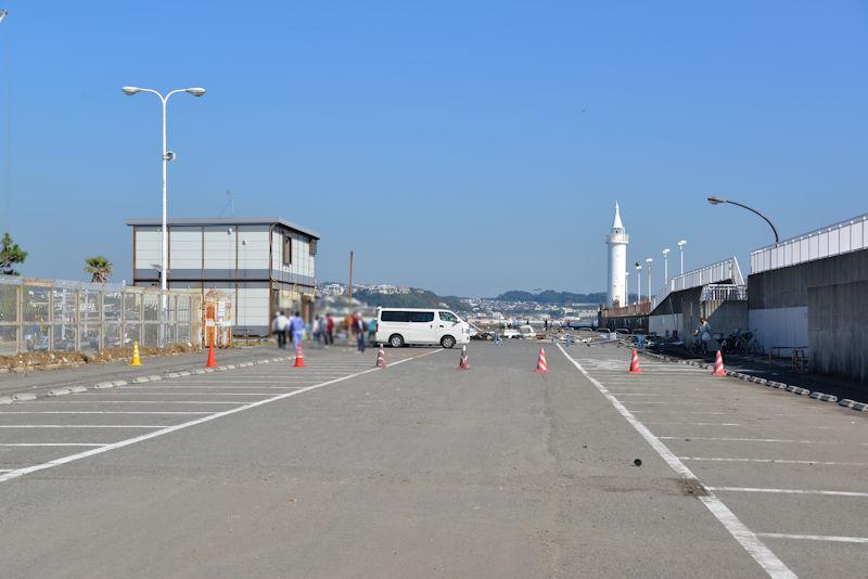 左の建物は保安署の仮設庁舎