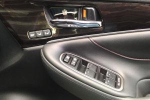 運転席ドアーのスイッチ類