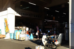 市場の入口