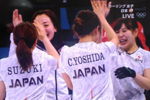 喜ぶ日本チーム