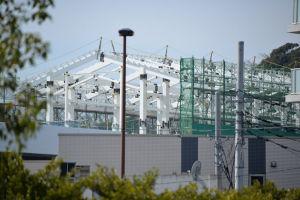 瀬戸神社からのシーサイドライン金沢八景駅舎