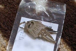 鍵は2つセットで購入