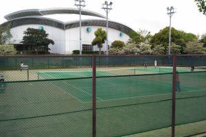 テニスコートが6面あり