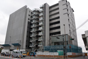 16号線からの八景ビル跡地のマンション建設