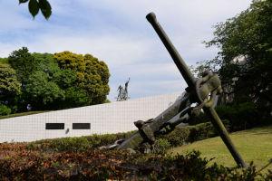 戦没船員の碑の木陰で休憩