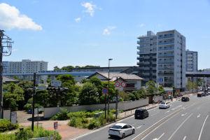 料亭「千代本」とシーサイドライン金沢八景駅舎