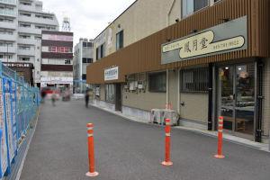 仮設店舗横の既設歩道