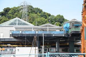 駅舎屋根部分の工事が進んでいます