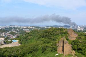 展望台から火災現場は南東約2.5km
