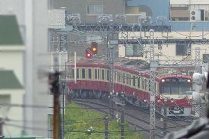 金沢八景駅を出た下り特急京急久里浜行き