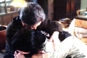 泣き崩れる要一の母と祖母