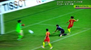 菅澤が頭でコースを変えゴールイン