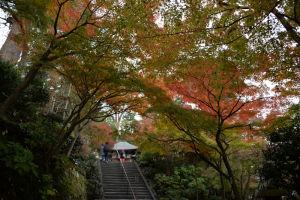 「地蔵堂」前の紅葉