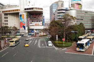 左は横浜ベイシェラトンホテル