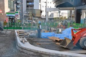 駅前になる部分には縁石が設置