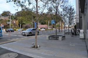 マンション前の広場