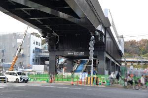 新駅舎の橋脚の部分に