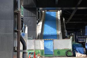 新駅舎に上がる階段