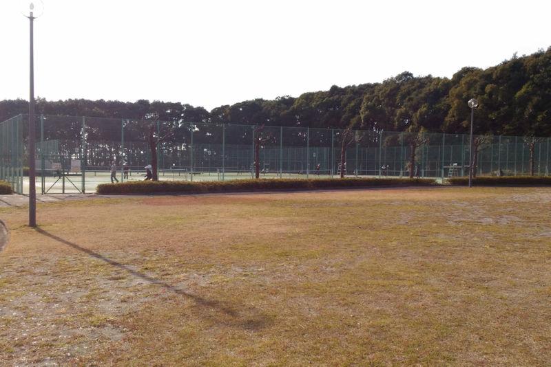 テニスコートは5面の内4面が利用