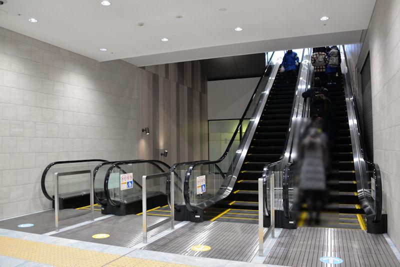 2階で乗り継ぎます
